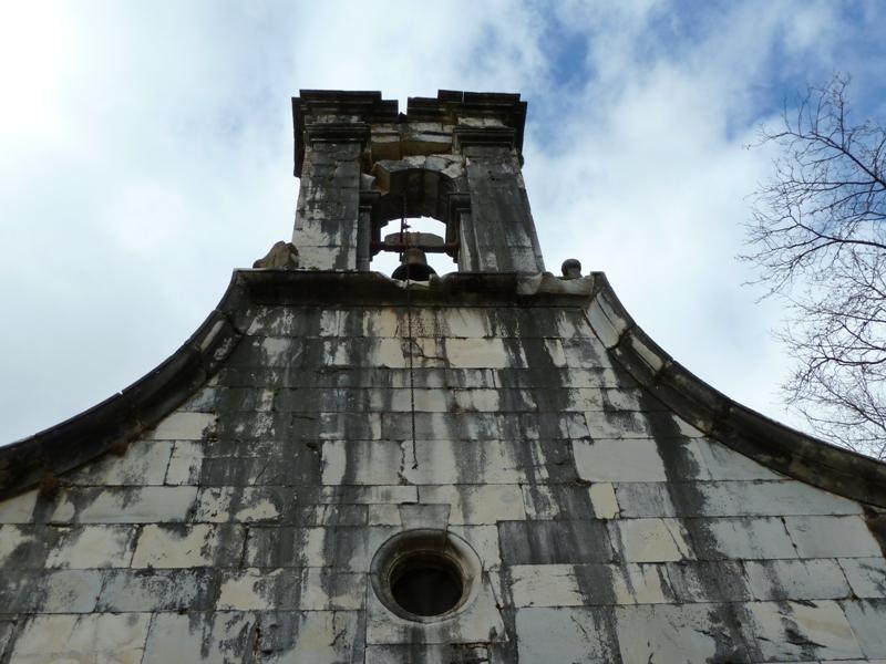 Detalle de la fachada de la capilla del Cristo, Xedré.