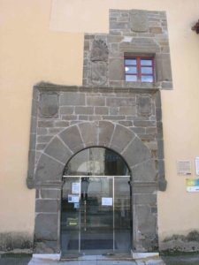 Puerta principal del palacio