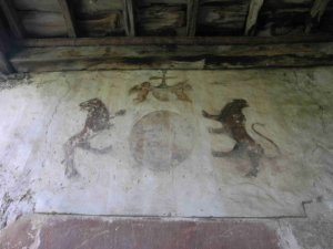 Pinturas murales y escudo de armas.