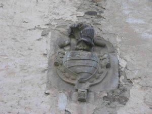 Escudo de armas en la fachada principal del palacio de Ardaliz, obra del escultor Pedro Sánchez de Agrela